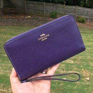 COACH: Large Phone Wallet (Dark purple)